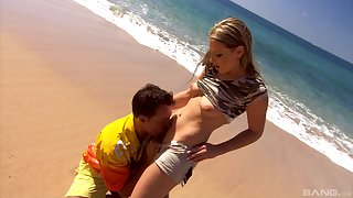 Katy Caro blowing friend's dick before wild fuck at the beach